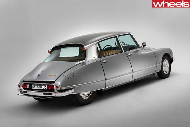 1955-Citroen -DS-rear -side