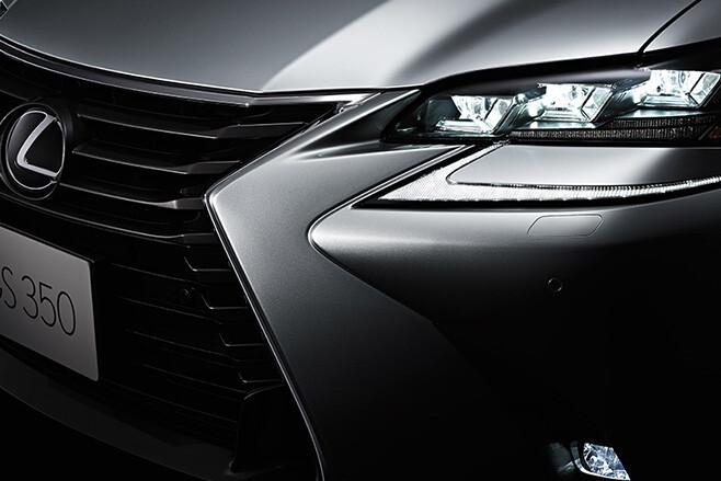 Lexus GS 350 F Sport lights