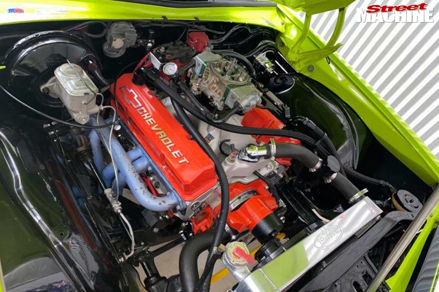 Holden Monaro HQ GTS engine bay