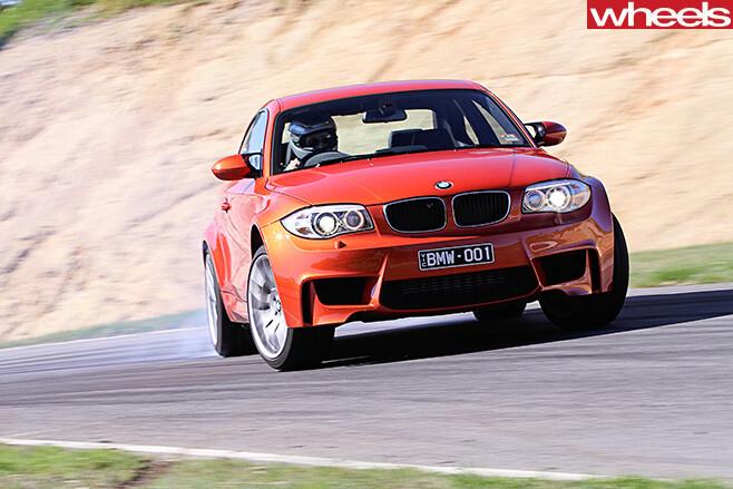 BMW-1M-drifting