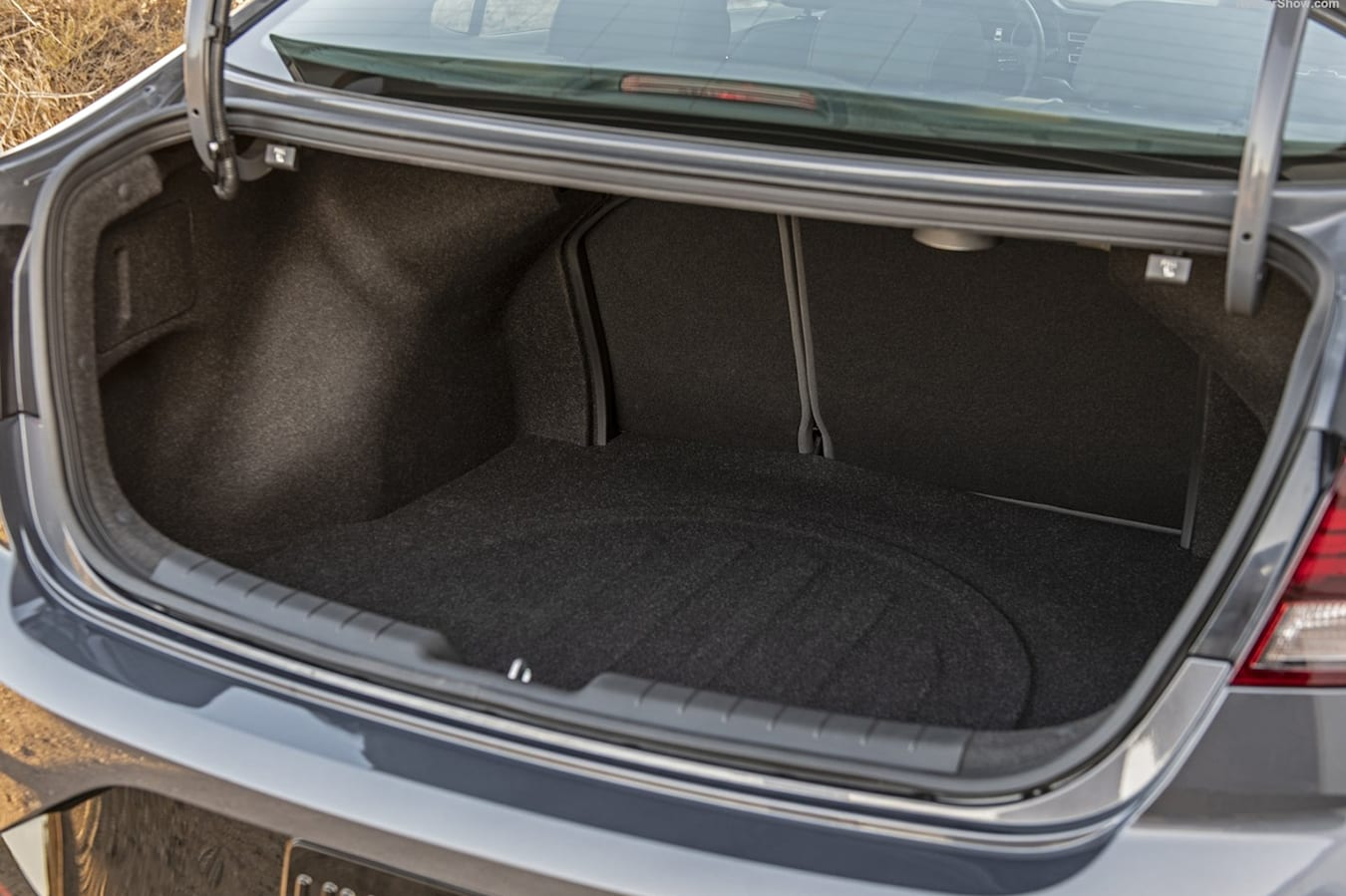Hyundai Elantra boot