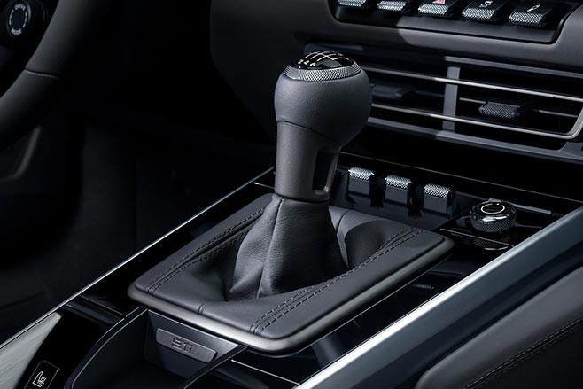 Porsche 992 911 manual shift