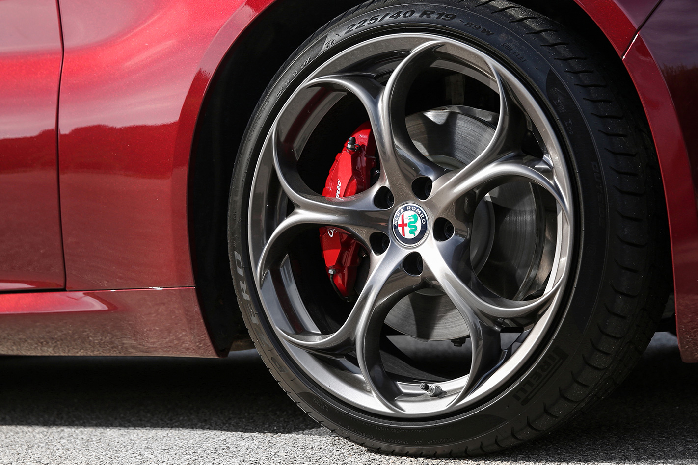 2017 Alfa Romeo Giulia Veloce wheel