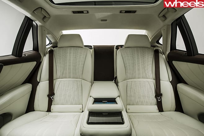 2018-Lexus -LS-500-rear -seats