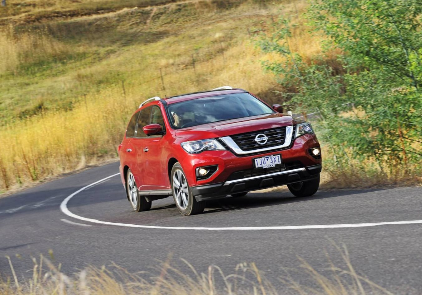 2017 Nissan Pathfinder Ti video review