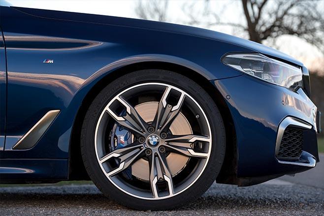 BMW M550i xDrive wheel
