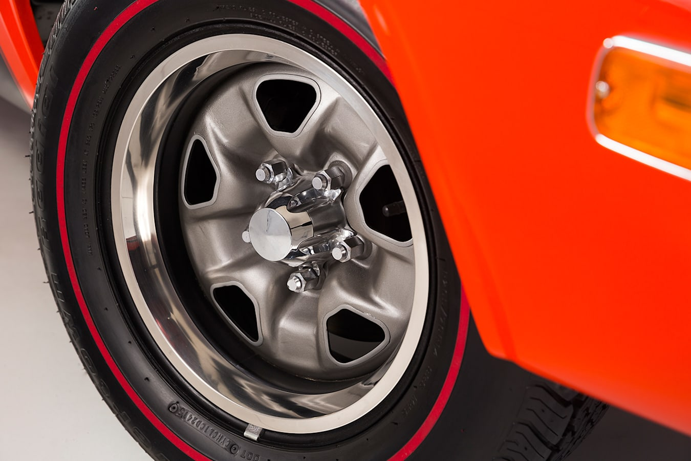 Chrysler Charger wheel