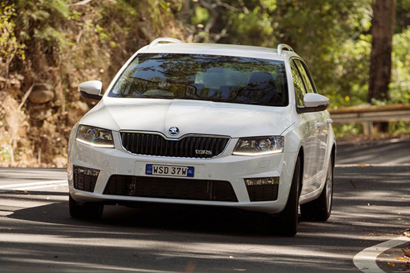 2016 Skoda Octavia Rs Front Action Driving Jpg