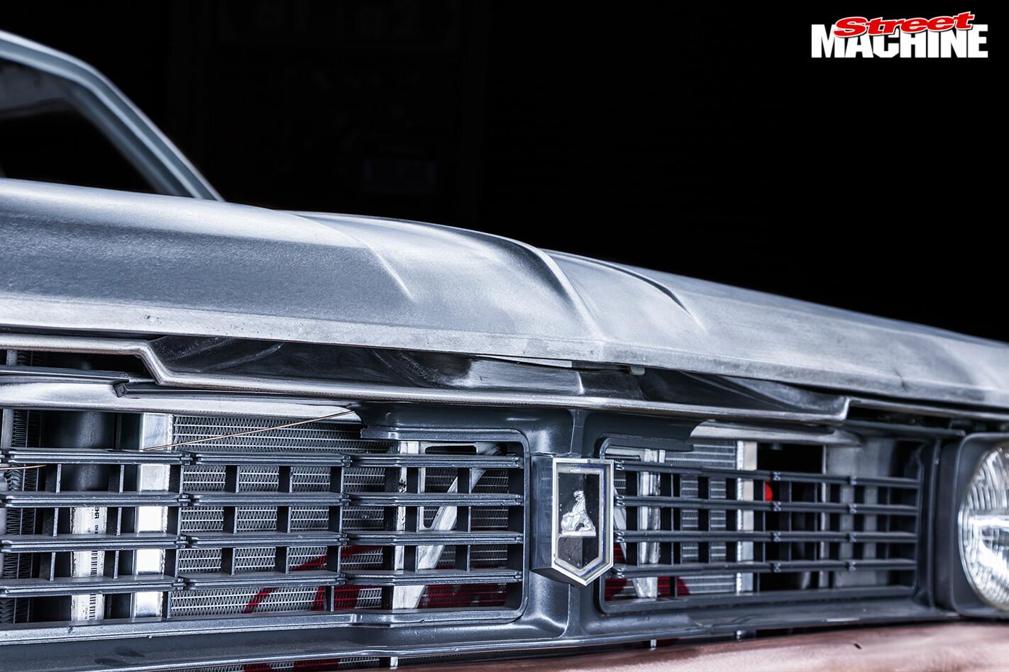 Holden -HT-Kingswood -front -grille