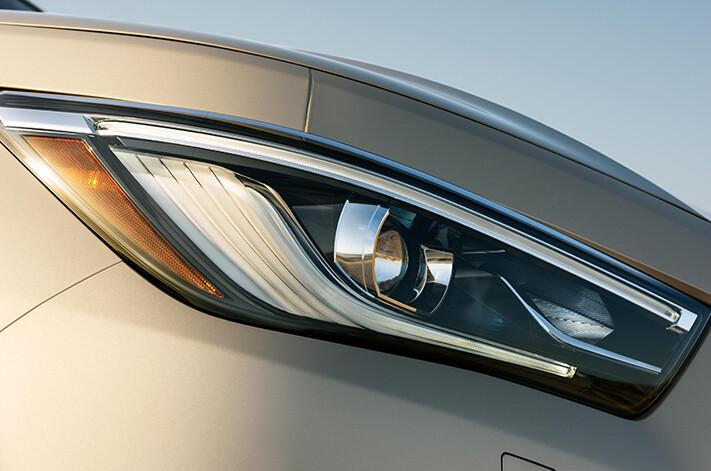 2018 Infiniti QX80 headlight