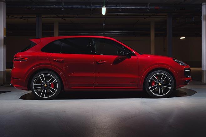 2020 Porsche Cayenne GTS side