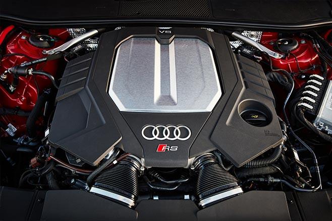 2020 Audi RS6 Avant V8 engine