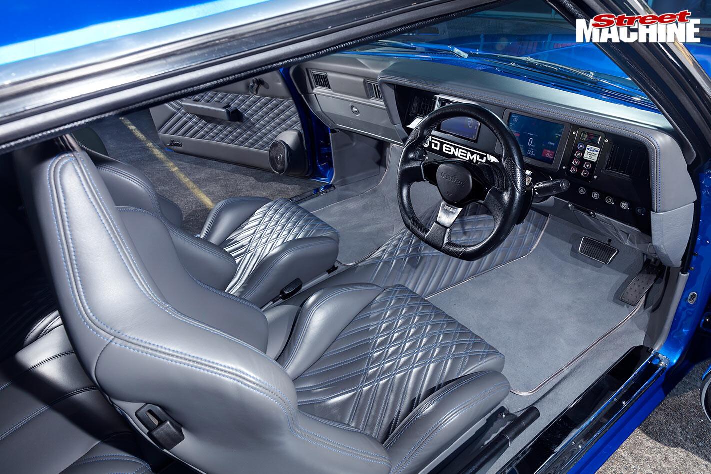 Holden HQ Monaro coupe interior