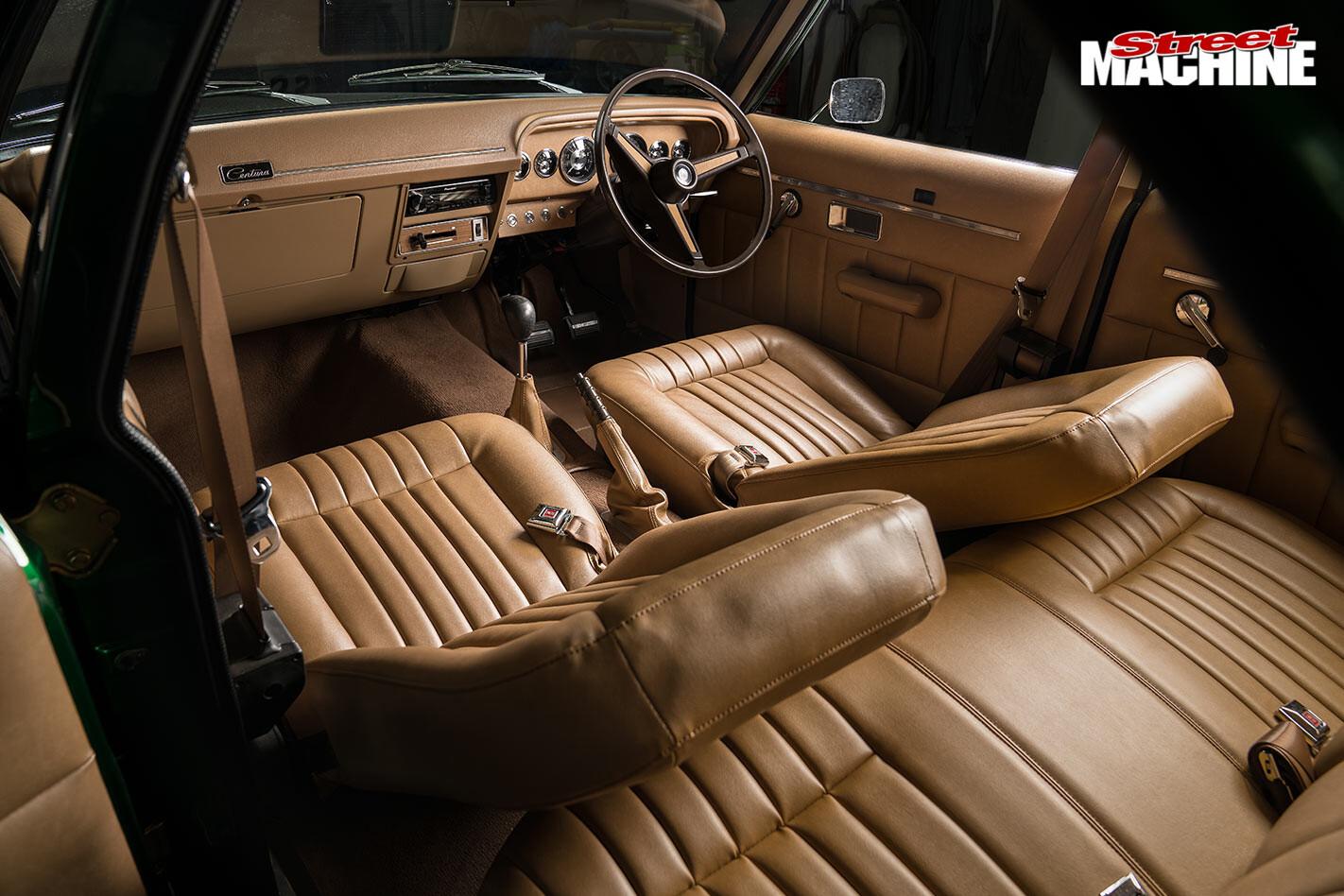 Chrysler Centura interior