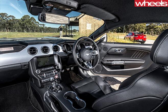 Ford -mustang -interior