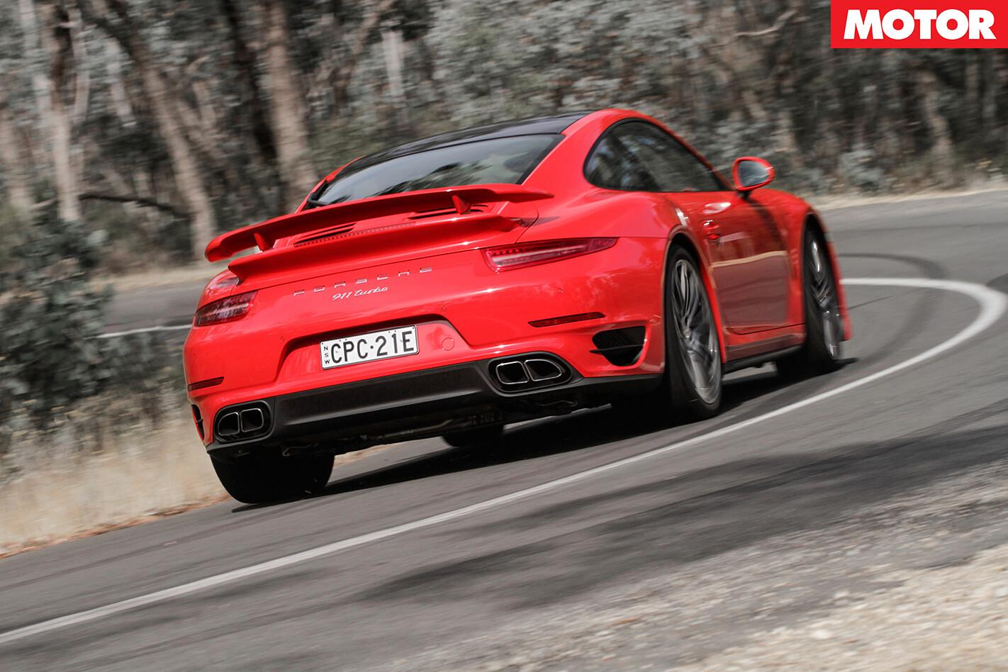 Porsche 911 Turbo vs Audi R8 V10 Plus