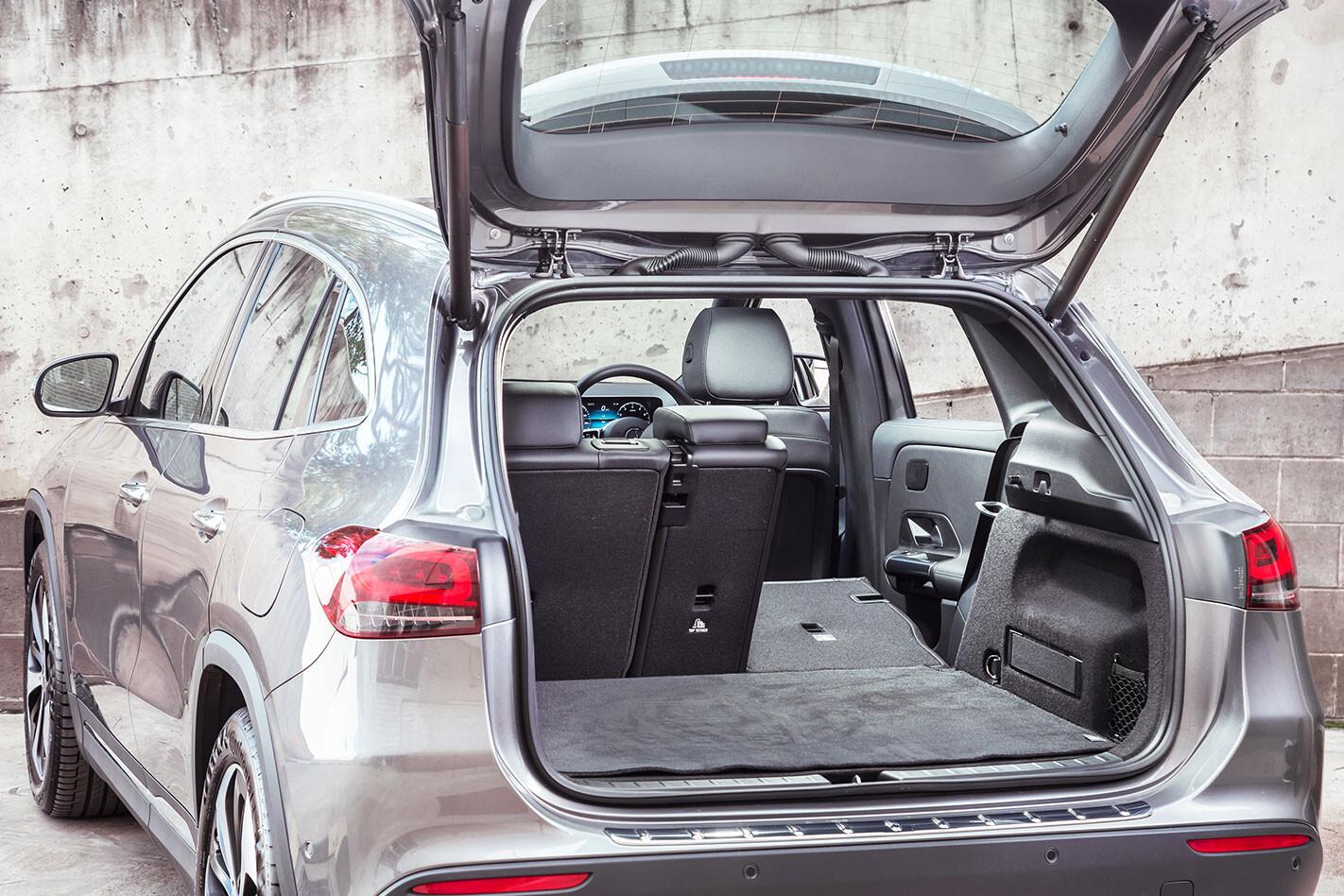 Mercedes-Benz GLA boot