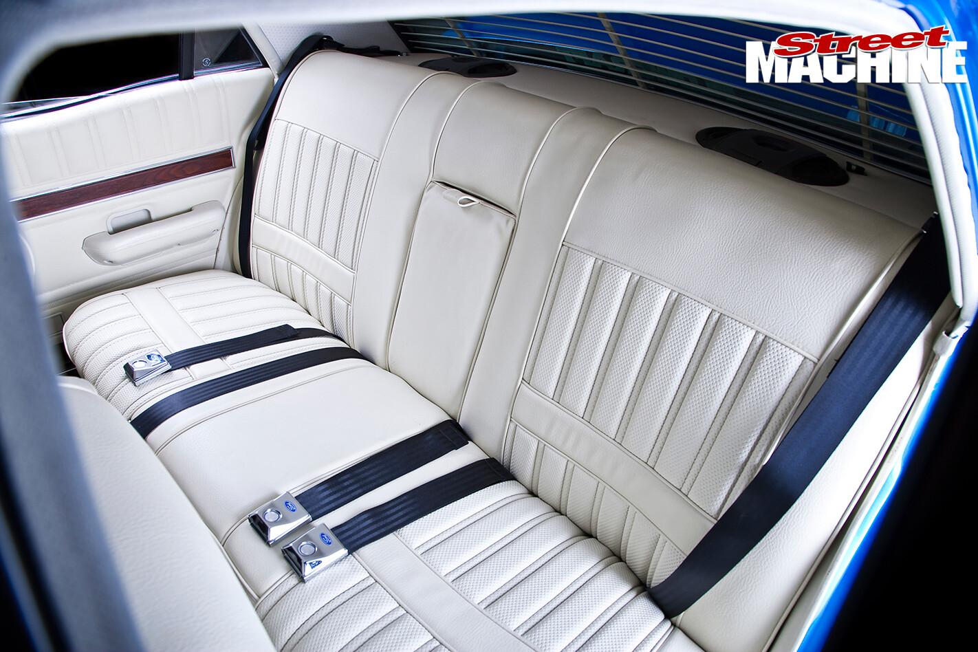 XY-Falcon -7-interior -rear