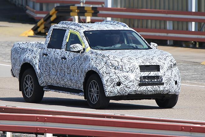 Mercedes-Benz GLT side