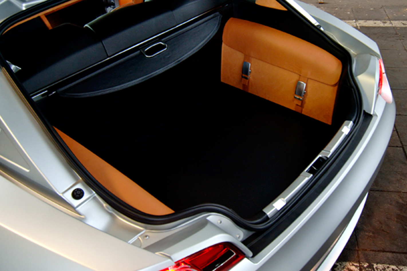 2006-BMW-Z4-Coupe-bootspace.jpg