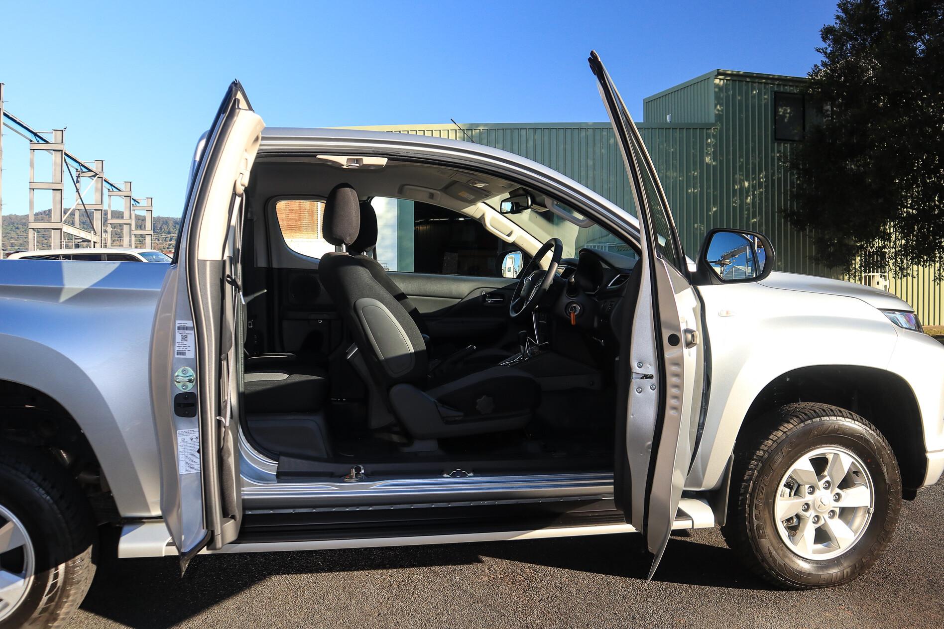 2019 Mitsubishi GLX+ crew cab