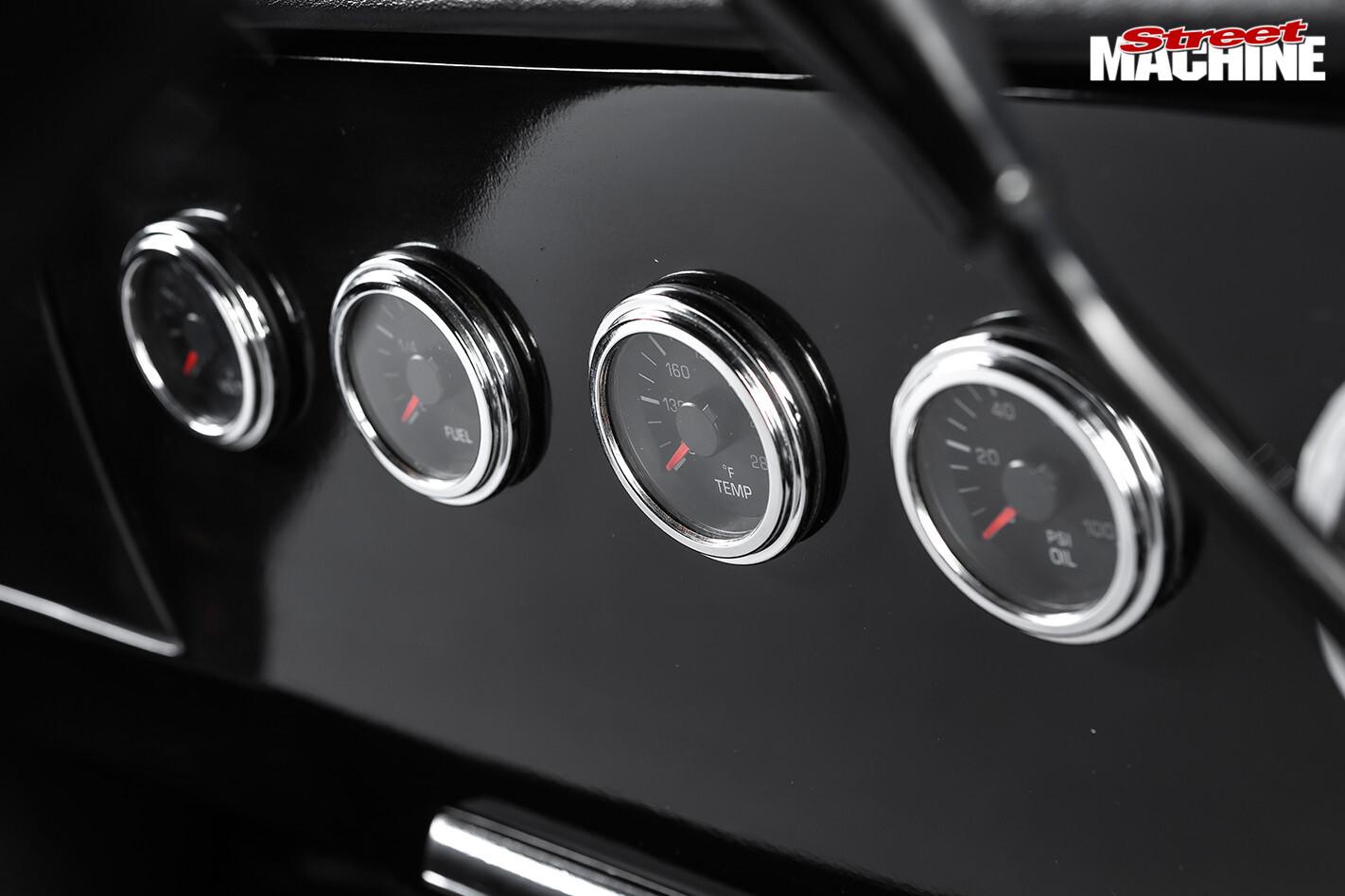 Holden HT Kingswood gauges