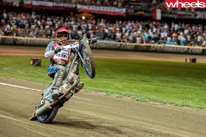 Dirt -bikes -wheelie