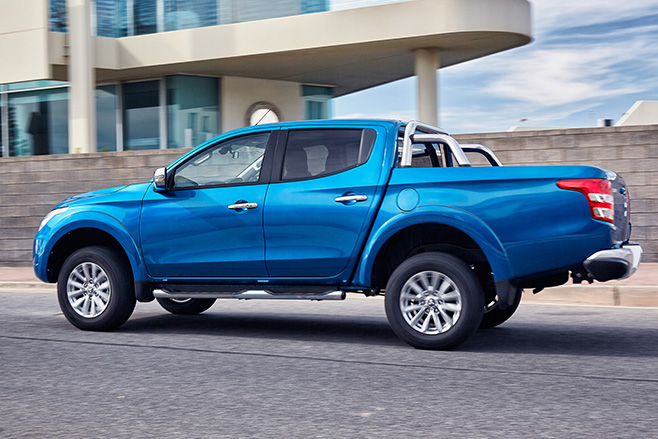 Blue Mitsubishi Triton Exceed side