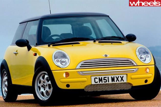 2001-Mini -Cooper -fitted -with -15-inch -R81-7-hole -Imola -ET45-wheels