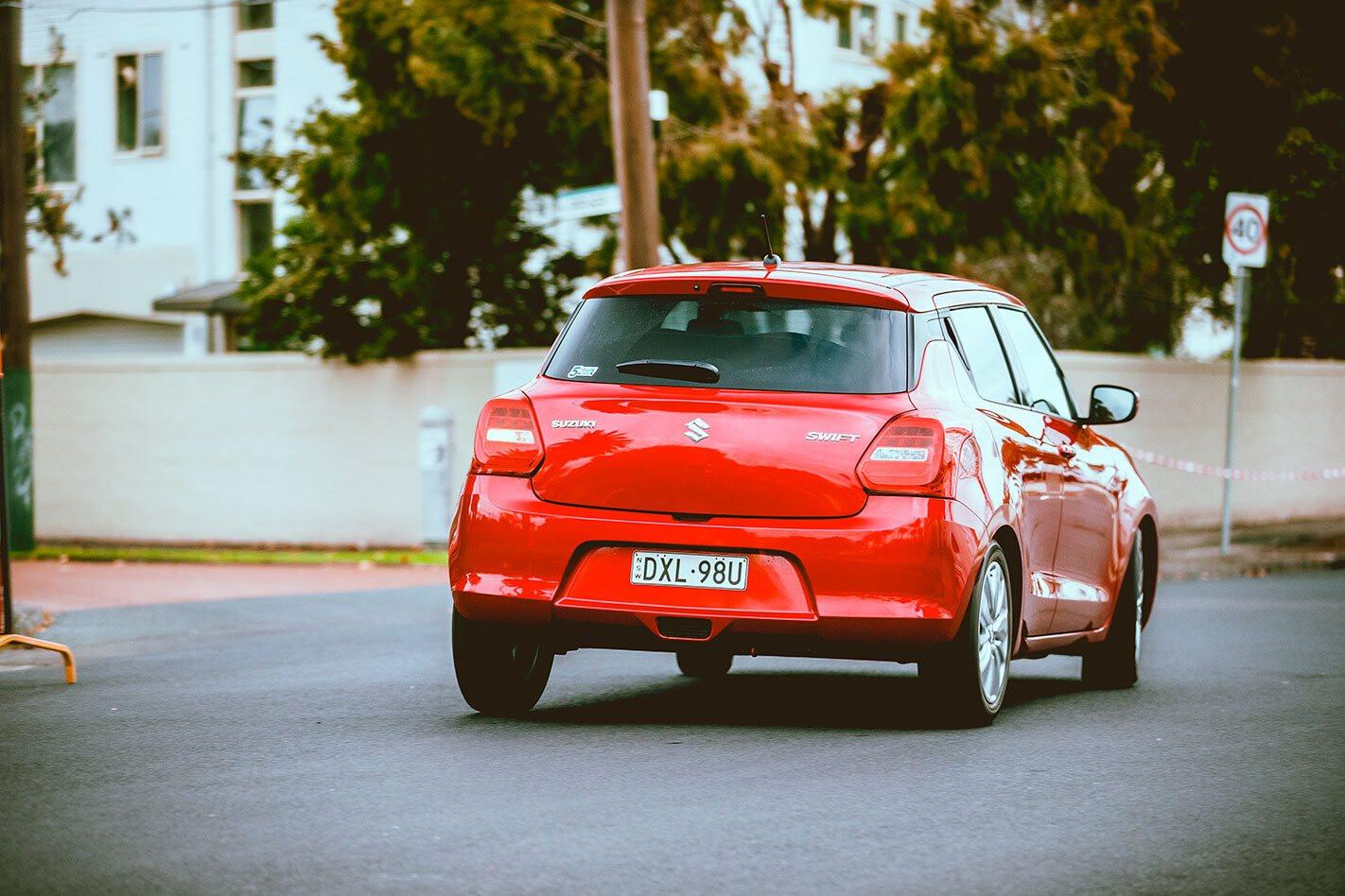 Suzuki Swift GL Navigator Red
