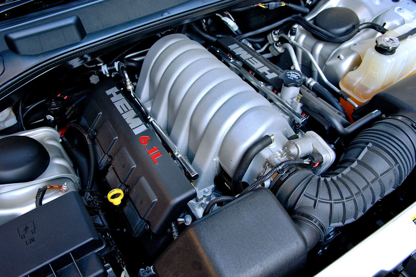 Chrysler 300C hemi engine