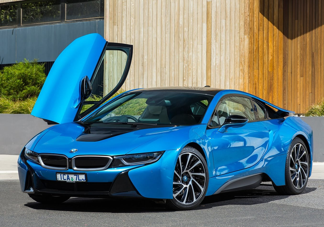 BMW invests in hybrid vehicles despite government stalling