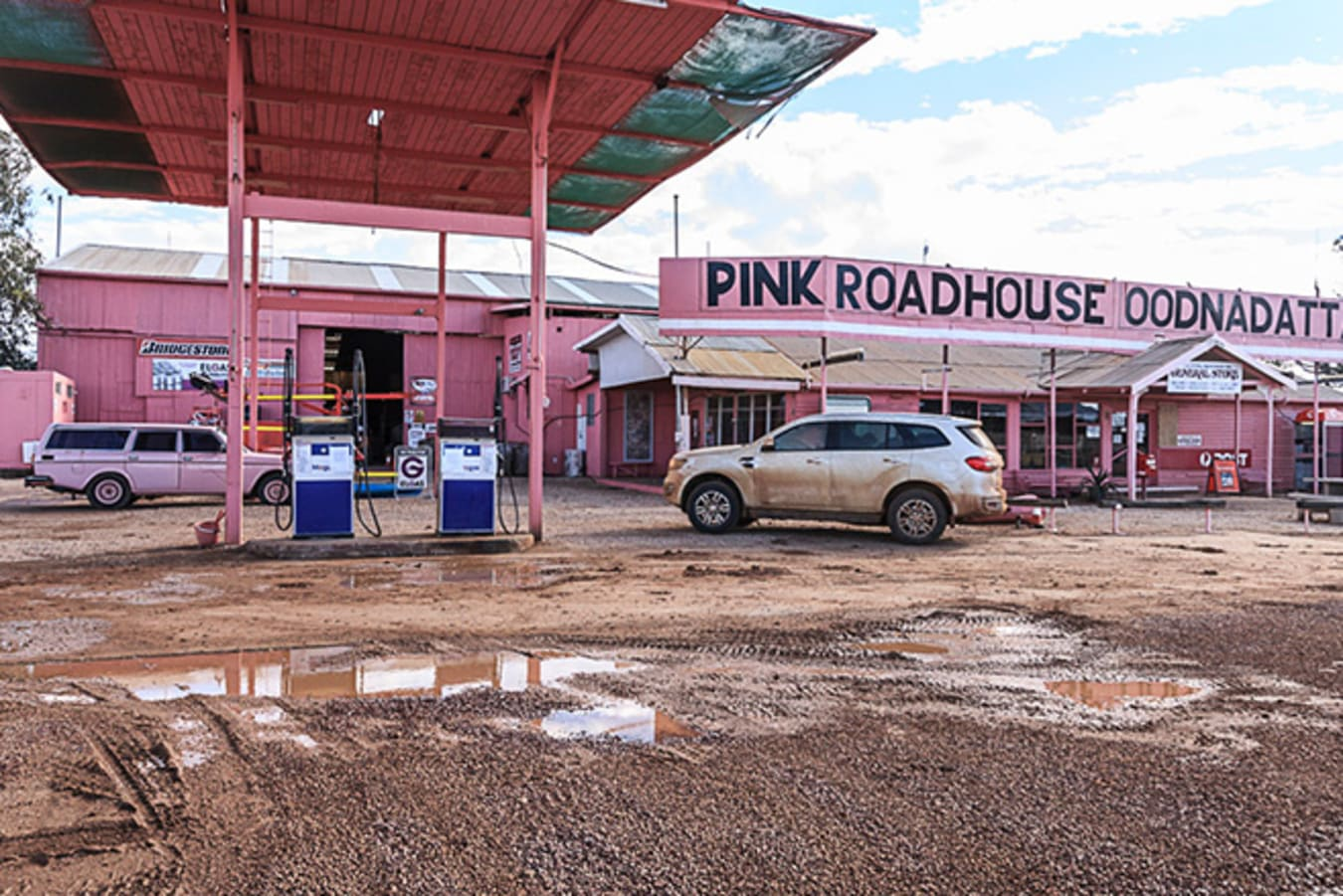 Ford Everest refuelling at Pink Roadhouse