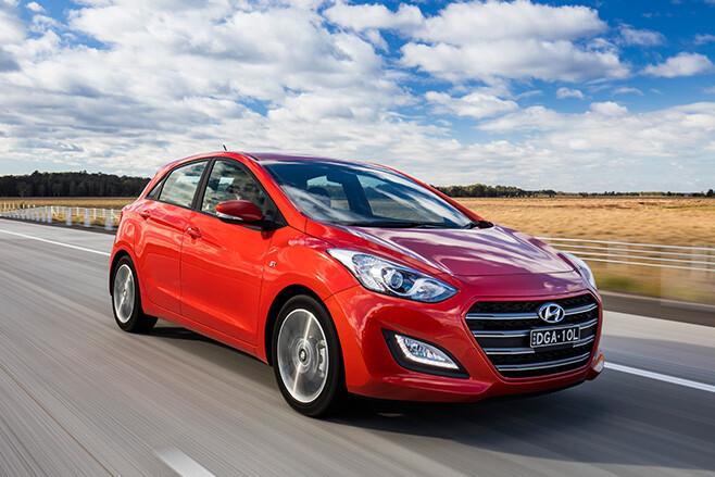 Hyundai i30 front side