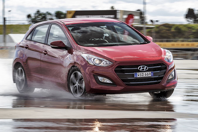Hyundai i30 driving around a wet test track