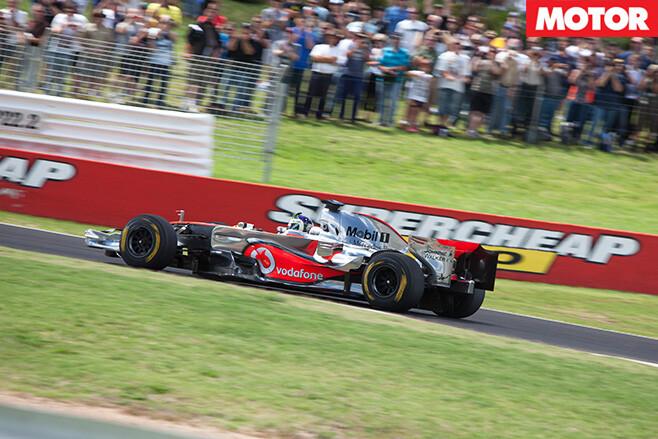 V 8-bathurst -racers -3