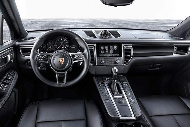 2017 Porsche Macan interior