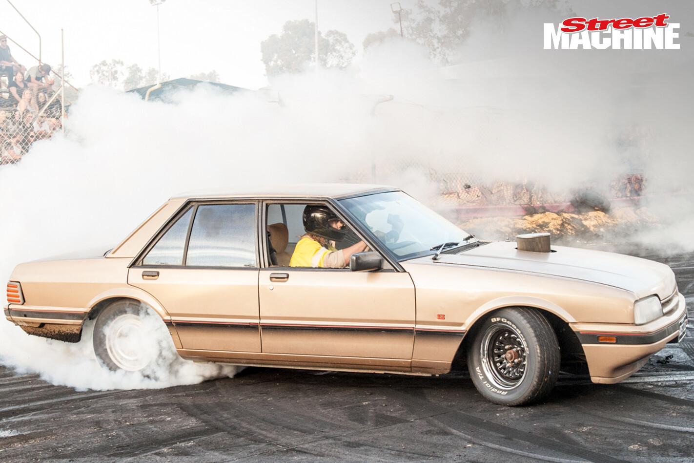 Ford XF Falcon Burnout 5839