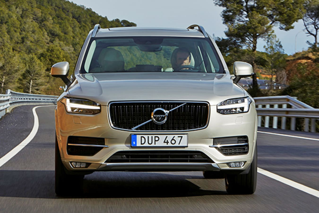 Volvo XC-90 Front grille Driving
