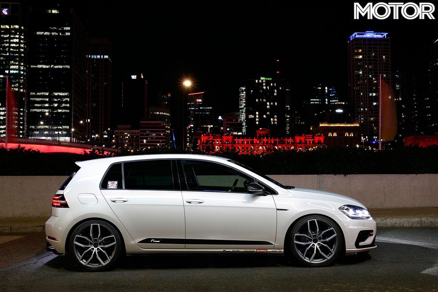 Volkswagen Golf R side