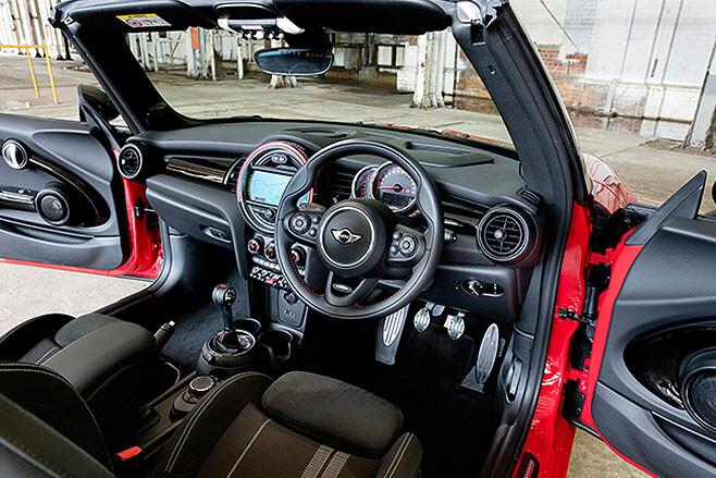 2017-Mini -John -Cooper -Works -Convertible -interior