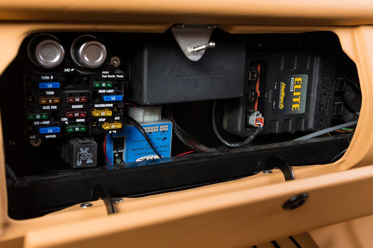 Datsun 1600 fuses