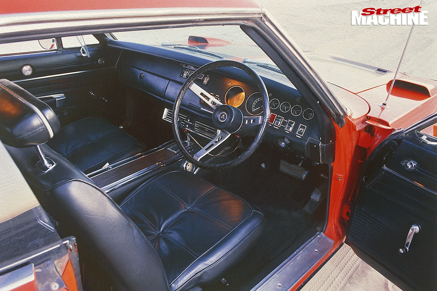 Dodge Charger Daytona interior