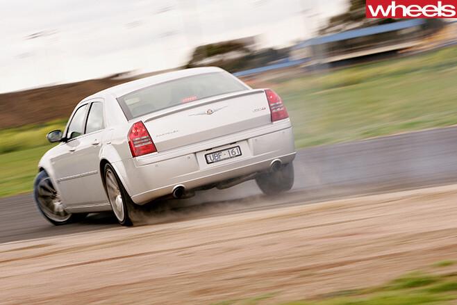 Chrysler -300-drifting -rear -side