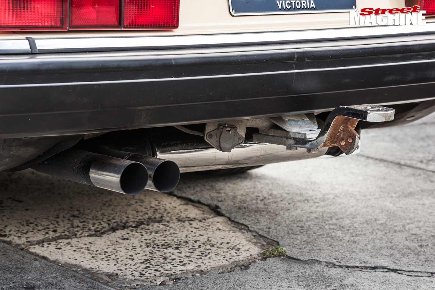 Volvo 240GL exhaust