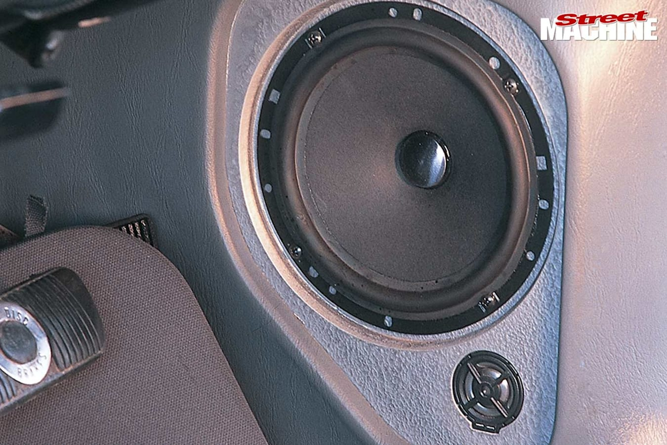 Ford Falcon XA coupe speakers