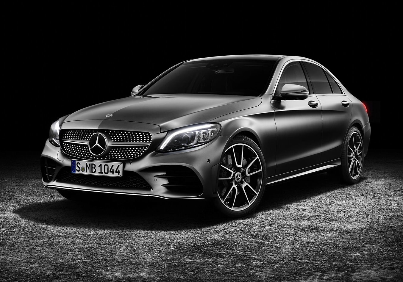 Facelifted 2018 Mercedes-Benz C-Class revealed