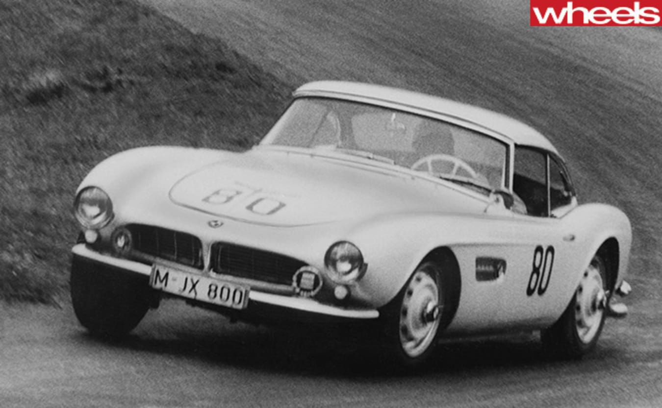 Classic -red -BMW-507-racing