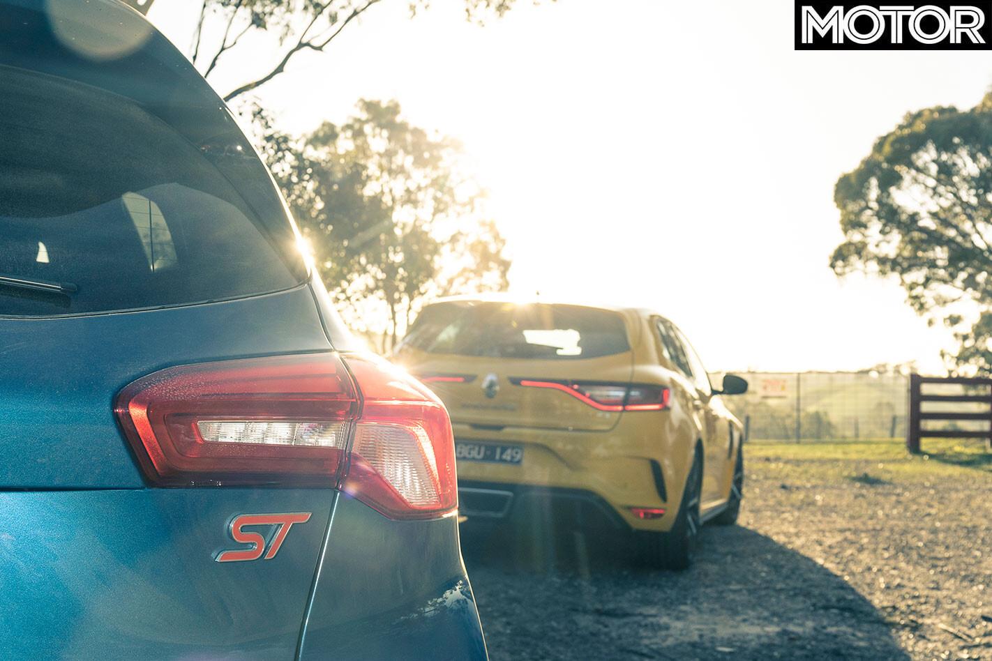 Ford Focus ST vs Renault Megane