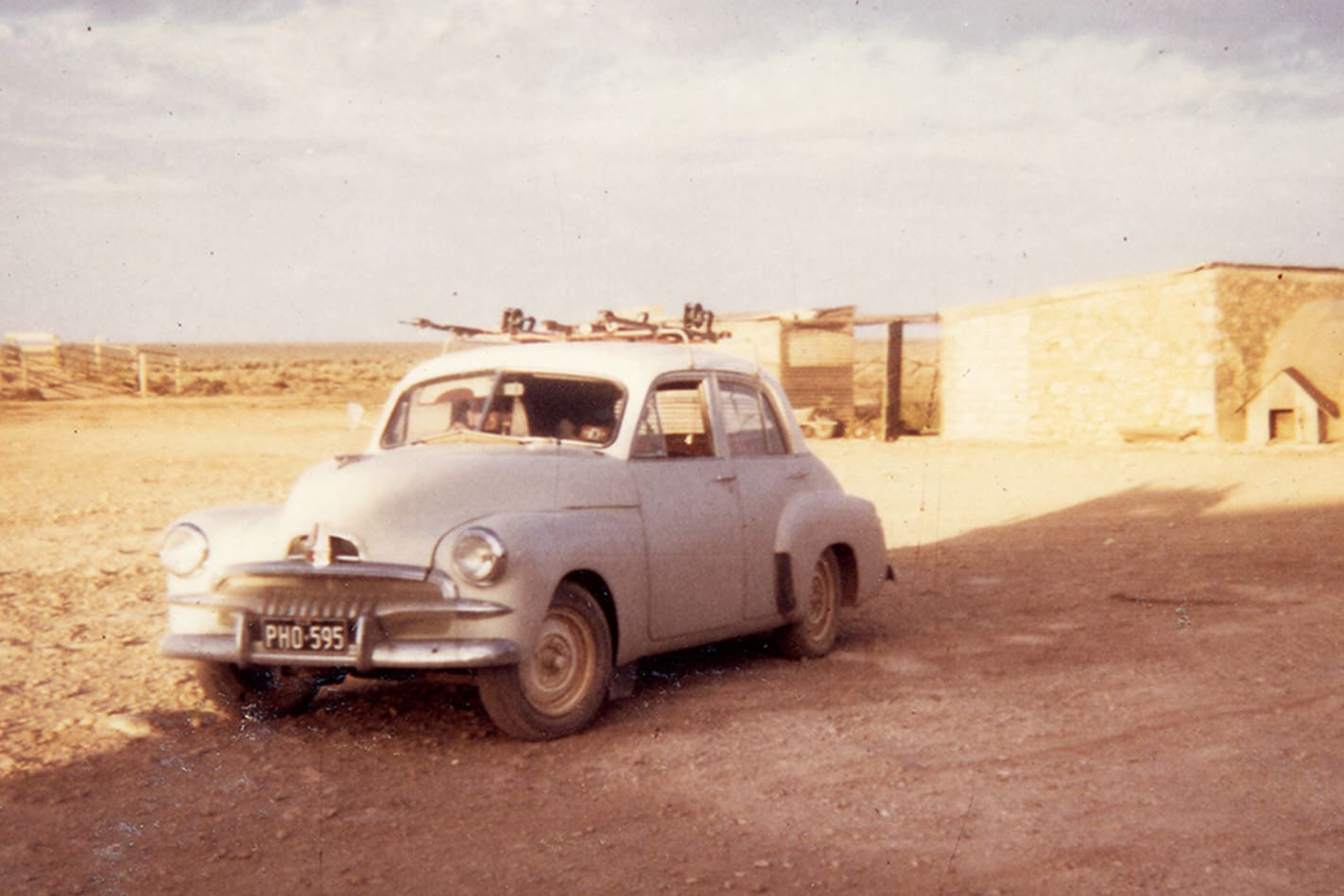 Holden-at-Ivy-Tanks-on-the-Nullabor.jpg